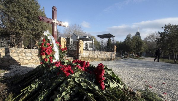 По информации СМИ, Виктора Януковича-младшего похоронили в Севастополе. На фото, предположительно, могила младшего сына экс-президента Украины