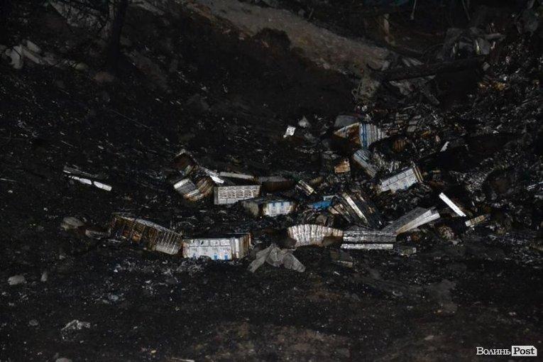 Пачки сигарет на месте падения самолета в Волынской области