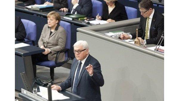 Ангела Меркель и Франк-Вальтер Штайнмайер на заседании в Бундестаге. Архивное фото