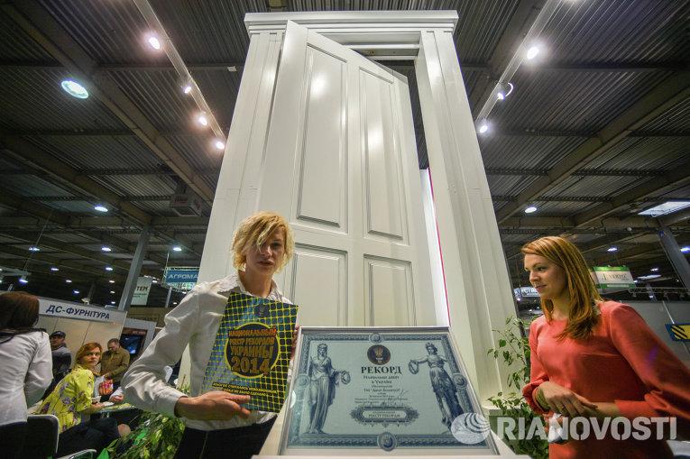 Регистрация национального рекорда Украины – Самая большая дверь Украины ТМ Двери Белоруссии