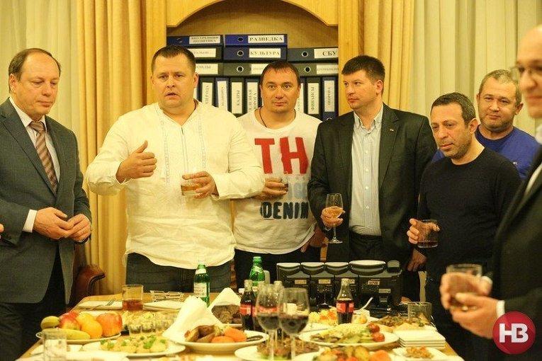 Борис Филатов (второй слева) и Геннадий Корбан (второй справа)