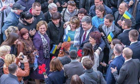 Петр Порошенко во время визита в Днепропетровскую область