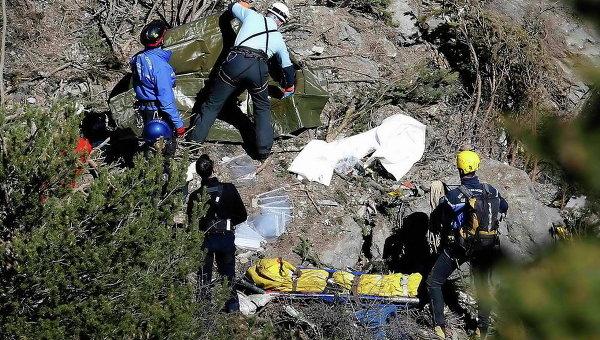 Спасатели на месте крушения Airbus A320