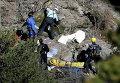 Спасатели ищут тела погибших на месте крушения Airbus A320 в районе французских Альп