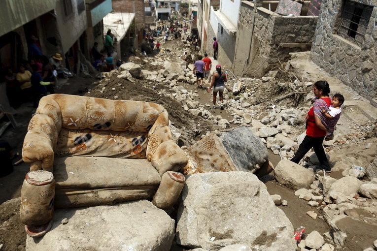 Ситуация после массивного оползня в Перу