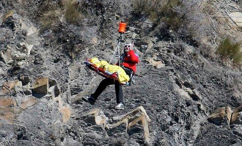 Спасатели на месте крушения самолета Airbus A320