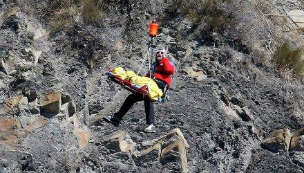 Спасатели на месте крушения Airbus A320. Архивное фото