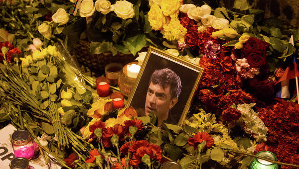 Мемориал Немцова в Москве восстановили