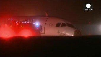 В Канаде при жесткой посадке самолета А320 пострадали 25 человек