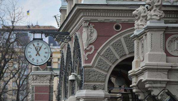 Часы на здании Национального банка Украины