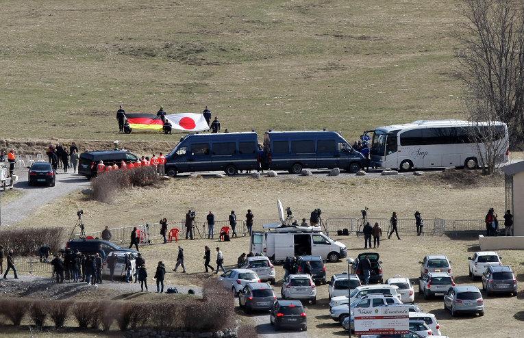 На месте катастрофы Airbus A320 установили стелу в честь погибших