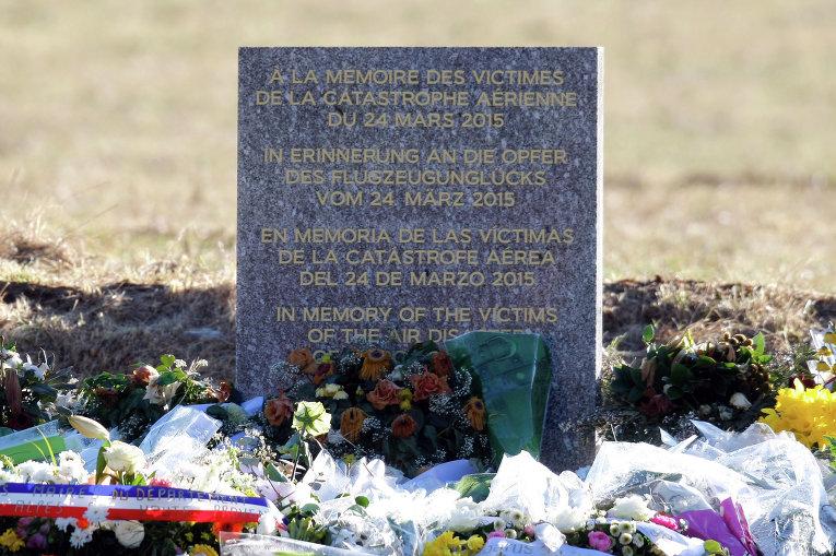 Стела, посвященная погибшим в авиакатастрофе Airbus A320