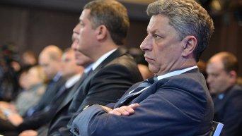 Лидер фракции Оппозиционный блок Юрий Бойко на заседании теневого правительства
