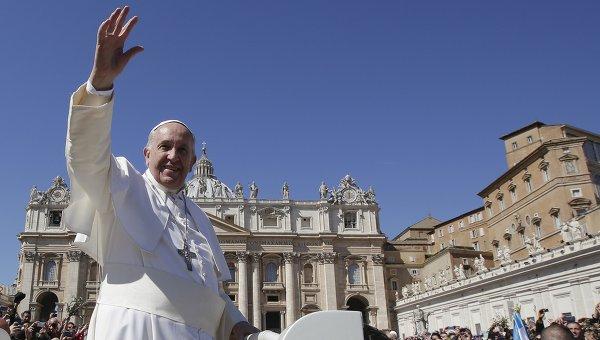 Папа Римский Франциск в Ватикане на площади Святого Петра. Архивное фото