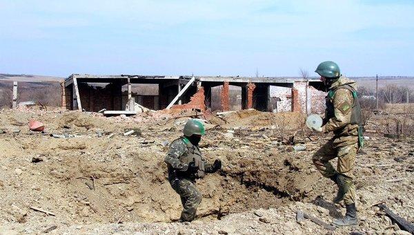 Саперы ВСУ очищают местность возле Артемовска от неразорвавшихся снарядов