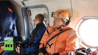 Спасатели проводят поисковую операцию в районе крушения траулера Дальний Восток