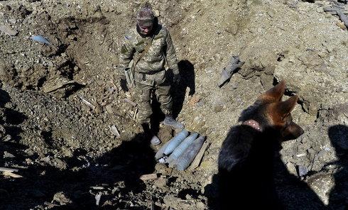 Украинский сапер в Донецке, 25 марта 2015 г