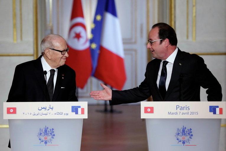 Президент Франции Франсуа Олланд и президент Туниса Беджи Каид Эс-Себси на пресс-конференции в Елисейском дворце в Париже