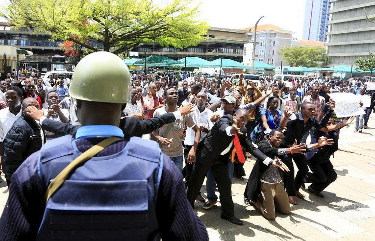 Кенийские студенты митингуют после убийства студентов в кампусе колледжа в столице страны