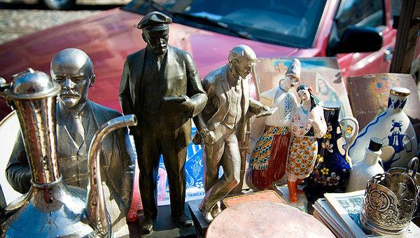 Фигурки Владимира Ленина на Андреевском спуске в Киеве