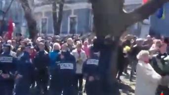 Порошенко в Одессе встретили криками Слава Украине и Фашизм не пройдет