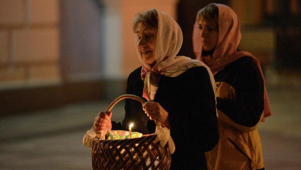 Киевляне идут святить паски