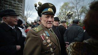 Ветеран - участник митинга в защиту памятника генералу Ватутину в Киеве