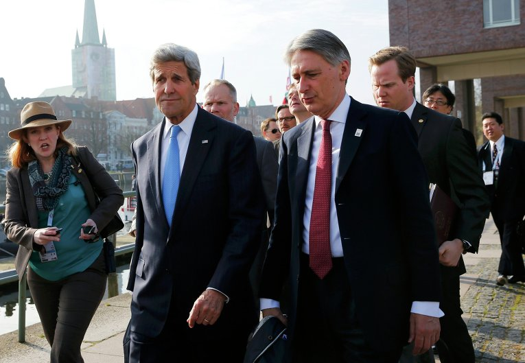 Министр иностранных дел Великобритании Филип Хаммонд и госсекретарь США Джон Керри