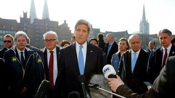 Госсекретарь США Джон Керри, а также министры иностранных дел Италии, Германии Великобритании, Франции и Федерика Могерини, верховный представитель ЕС по иностранным делам и политике безопасности