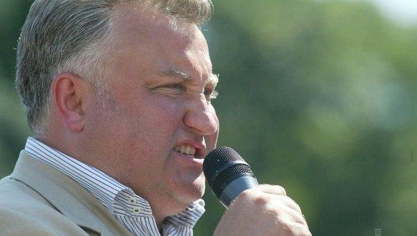Бывший народный депутат Олег Калашников на митинге