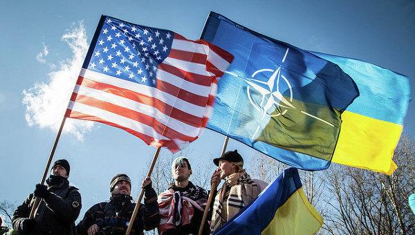Флаги США, НАТО и Украины