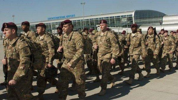 Десантники армии США в аэропорту Львова
