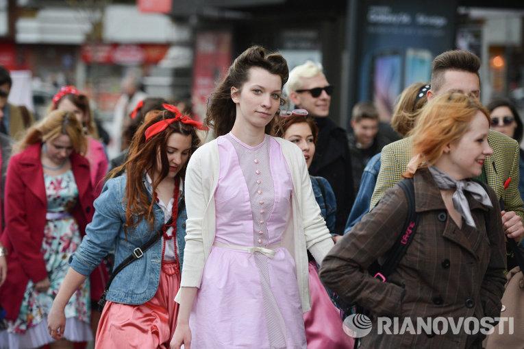 В Киеве прошел парад стиляг