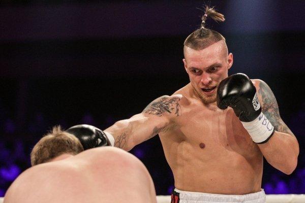 Александр Усик отстоял титул WBO, победив россиянина Князева