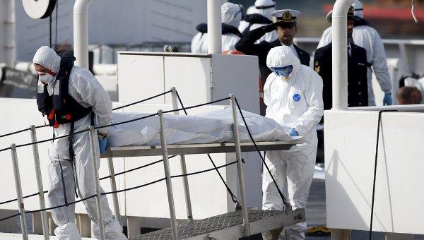 Судно с мигрантами затонуло в Средиземном море. Архивное фото