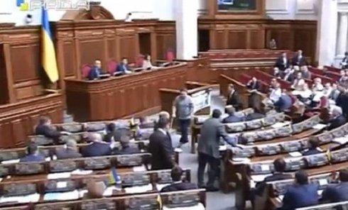 Депутат Лозовый устроил потасовку в Раде