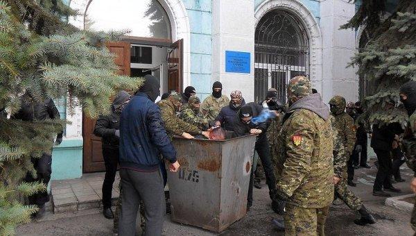 Правый сектор бросил в бак депутата Днепродзержинского горсовета