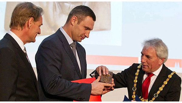 Витайлий Кличко получил премию Конрада Аденауэра