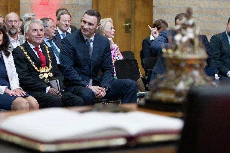 Виталию Кличко вручили премию Конрада Аденауэра на торжественной церемонии в Кельне