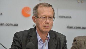 Директор Института политического анализа и международных исследований Сергей Толстов