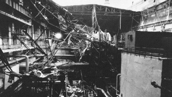 Часть рухнувшей крыши в Чернобыле