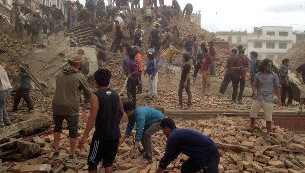 Волонтеры участвуют в аварийно-спасательных работах