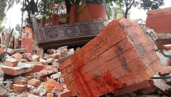 Рухнувшее здание в Катманду