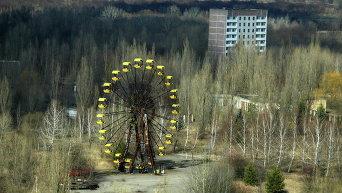 Заброшенный парк и колесо обозрения в Припяти, 2 апреля 2006 г.