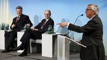 Петр Порошенко, Арсений Яценюк и Жан-Клод Юнкер на Международной донорской конференции в поддержку Украины