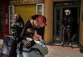 Полиция у дома жительницы Мадрида, которую принудительно выселили