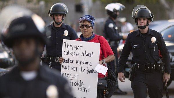 Протестующий задержан полицией в Балтиморе. Архивное фото