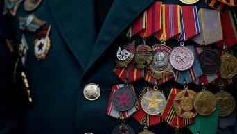 Ордена на груди ветерана. Одесса, 9 мая 2014 года