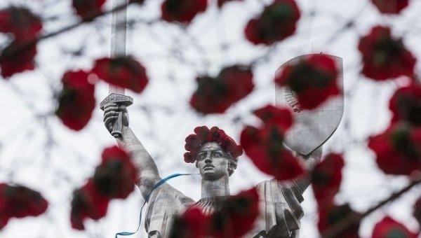 Монумент Родина-мать в Киеве 8 мая 2015 года
