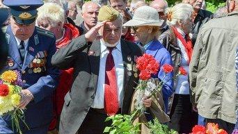 Ветераны в киевском парке Славы 9 мая 2015 года